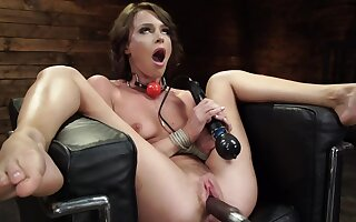 Incomparable girl Emma Hix enjoys being fucked by the machine