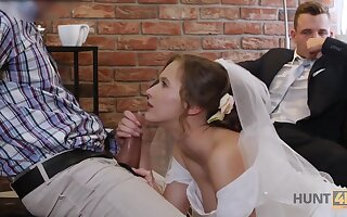 Cute Teen Bride Gets Fucked For Cash Anent Mandate Of Her Groom