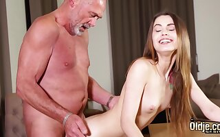 Screwing tight vagina making her wet for grandpa