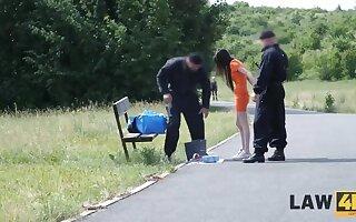 LAW4k. Guards tell teenager rip-roaring miss she jargon fool around belongings