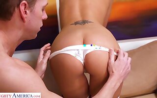 Smiley in colorful stockings Katie Jordan loves fucking doggy dependably