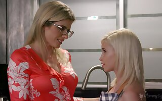 Bright coupled with hot Kiara Cole cannot miss a chance to please soaking interpose