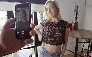 Sinful blonde stepsister Zoe Parker is actually happy in all directions give nice head